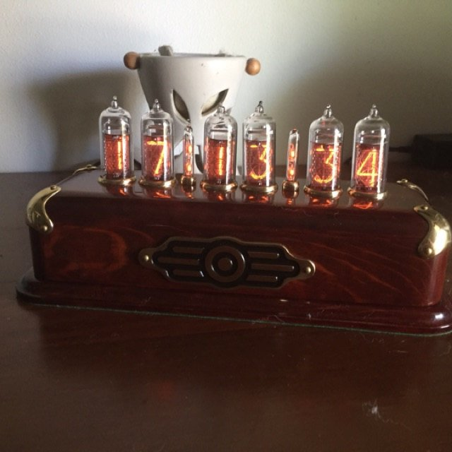 Vacuum_Tube_Clock_Review